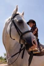 Gutt på hest